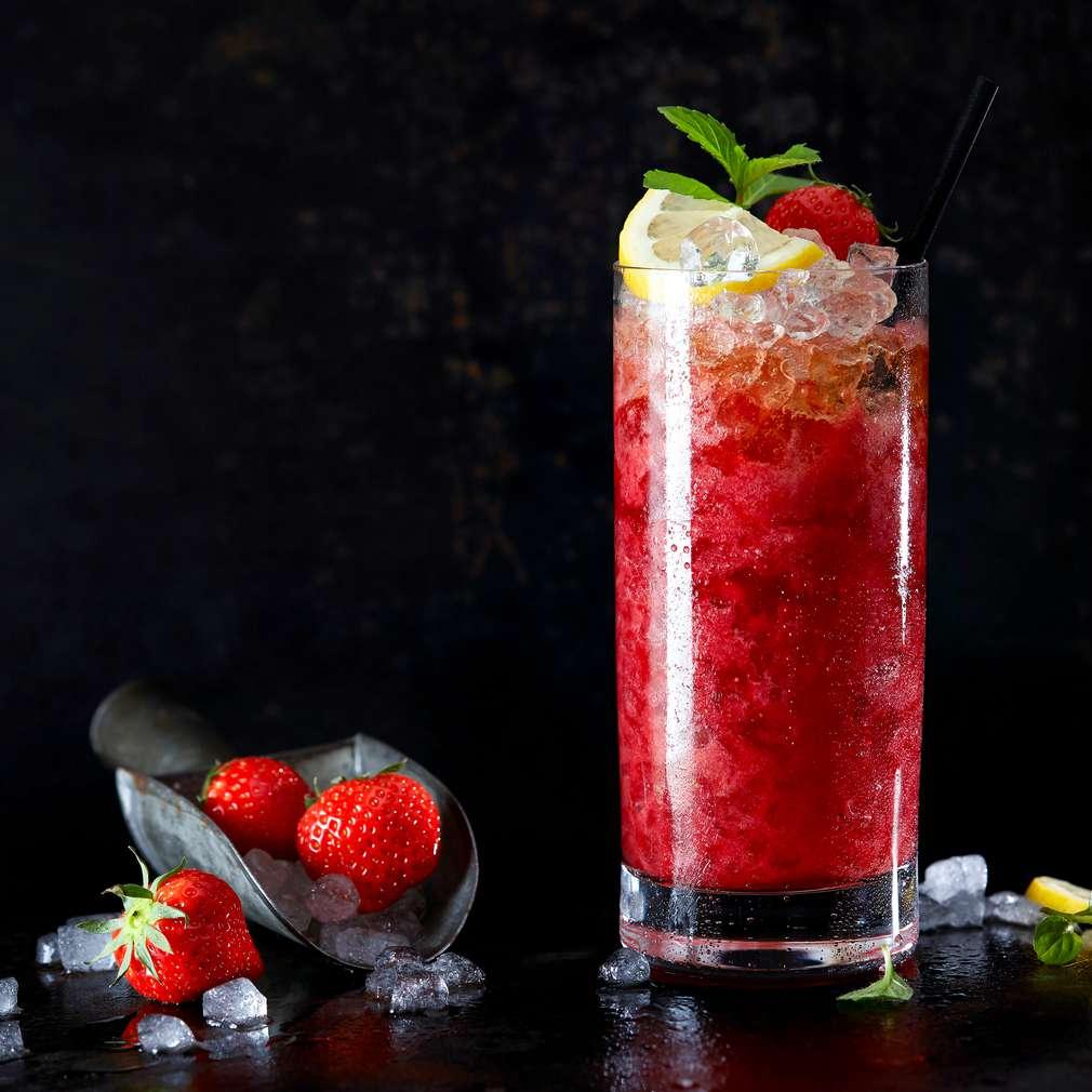 Imaginea rețetei Cocktail energizant cu căpșune (fără alcool)