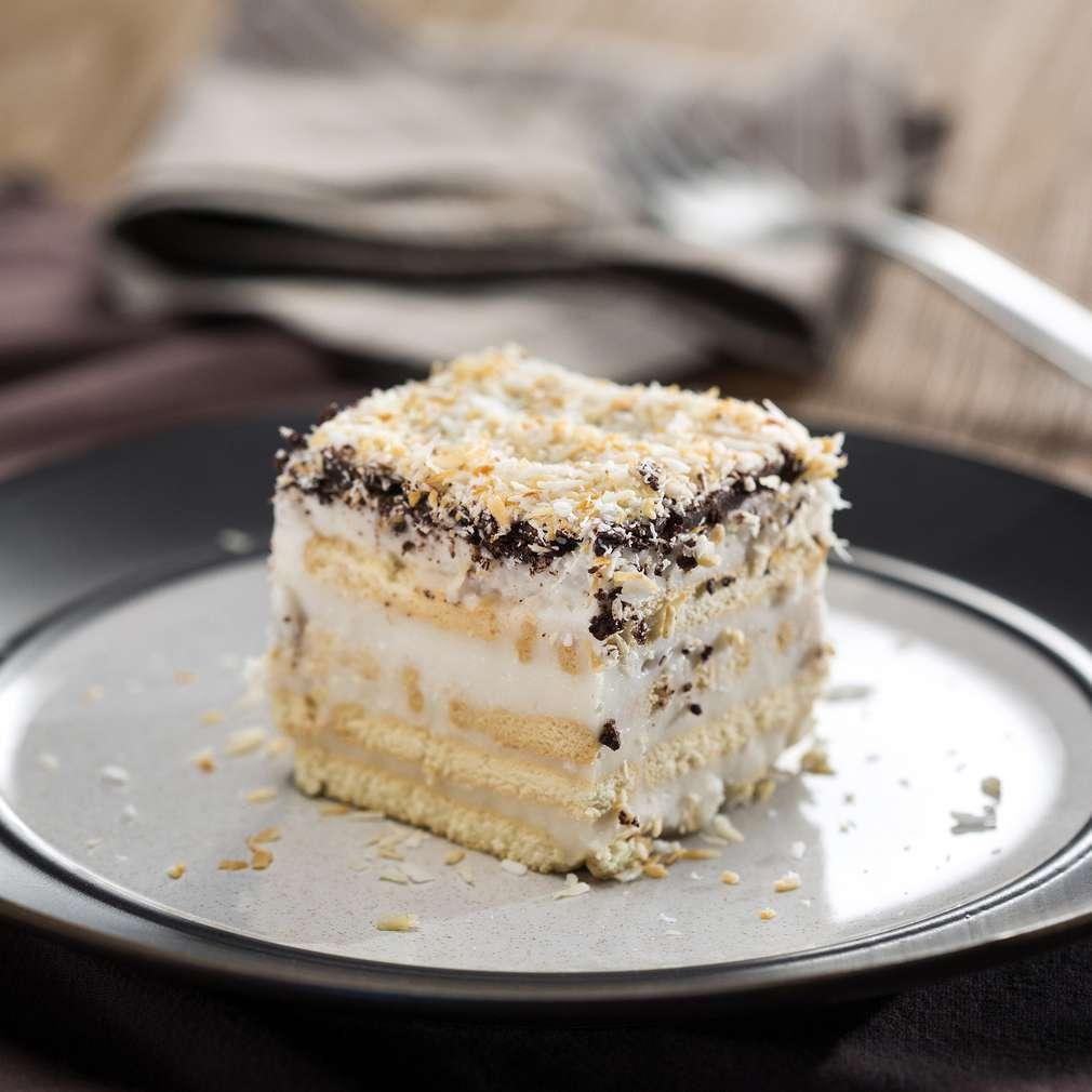 Изобразяване на рецептата Кокосова бисквитена торта