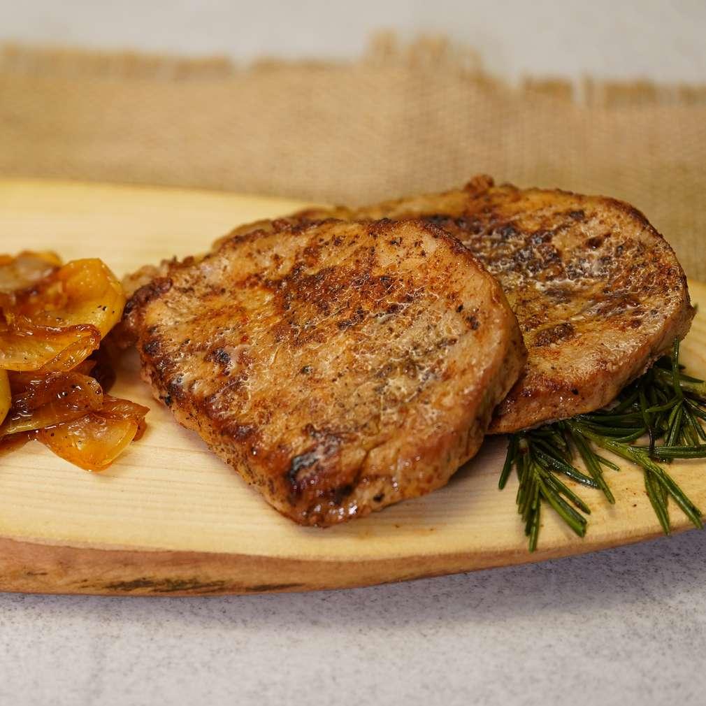 Изобразяване на рецептата Свинско каре с карамелизирани ябълки и лук