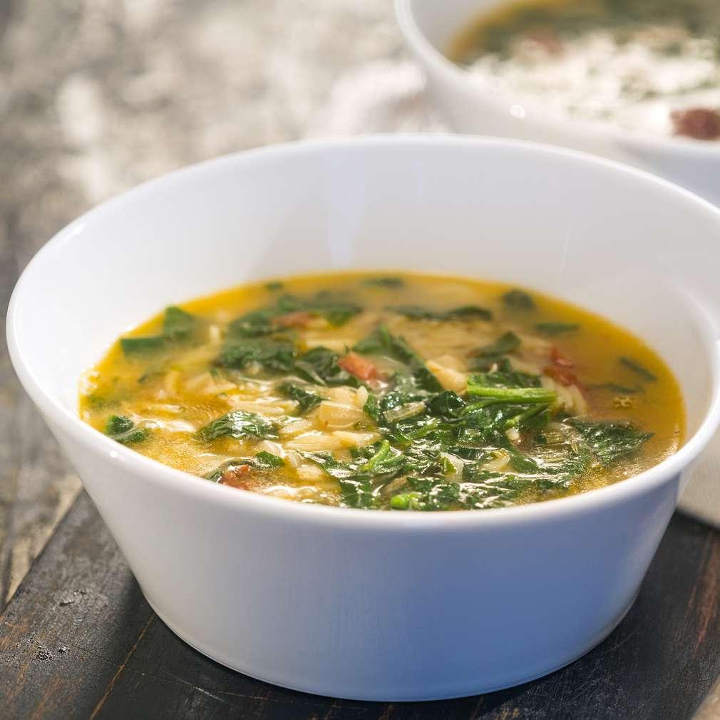 Изобразяване на рецептата Супа от боб с паста и спанак