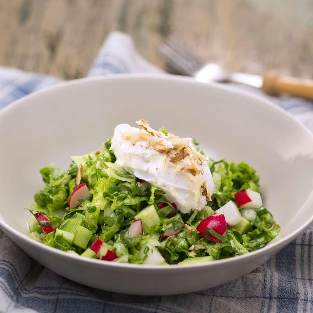 Изобразяване на рецептата Зелена салата с цедено мляко