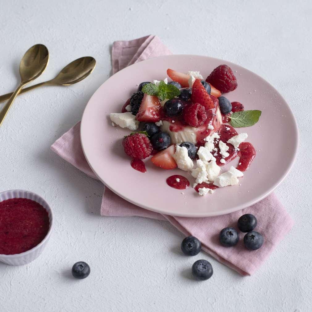 Imaginea rețetei Panna cotta cu fructe de pădure