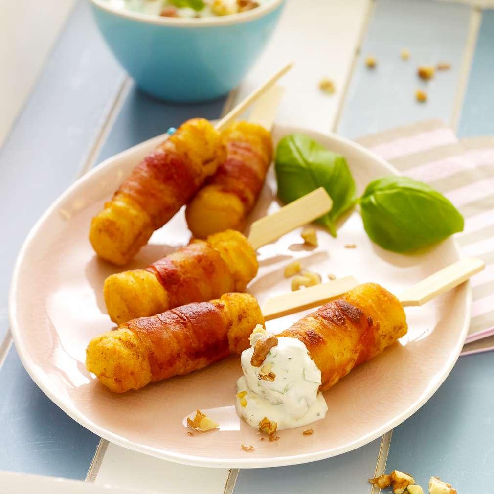 Abbildung des Rezepts Bacon-Sticks mit Walnuss-Quark-Dip