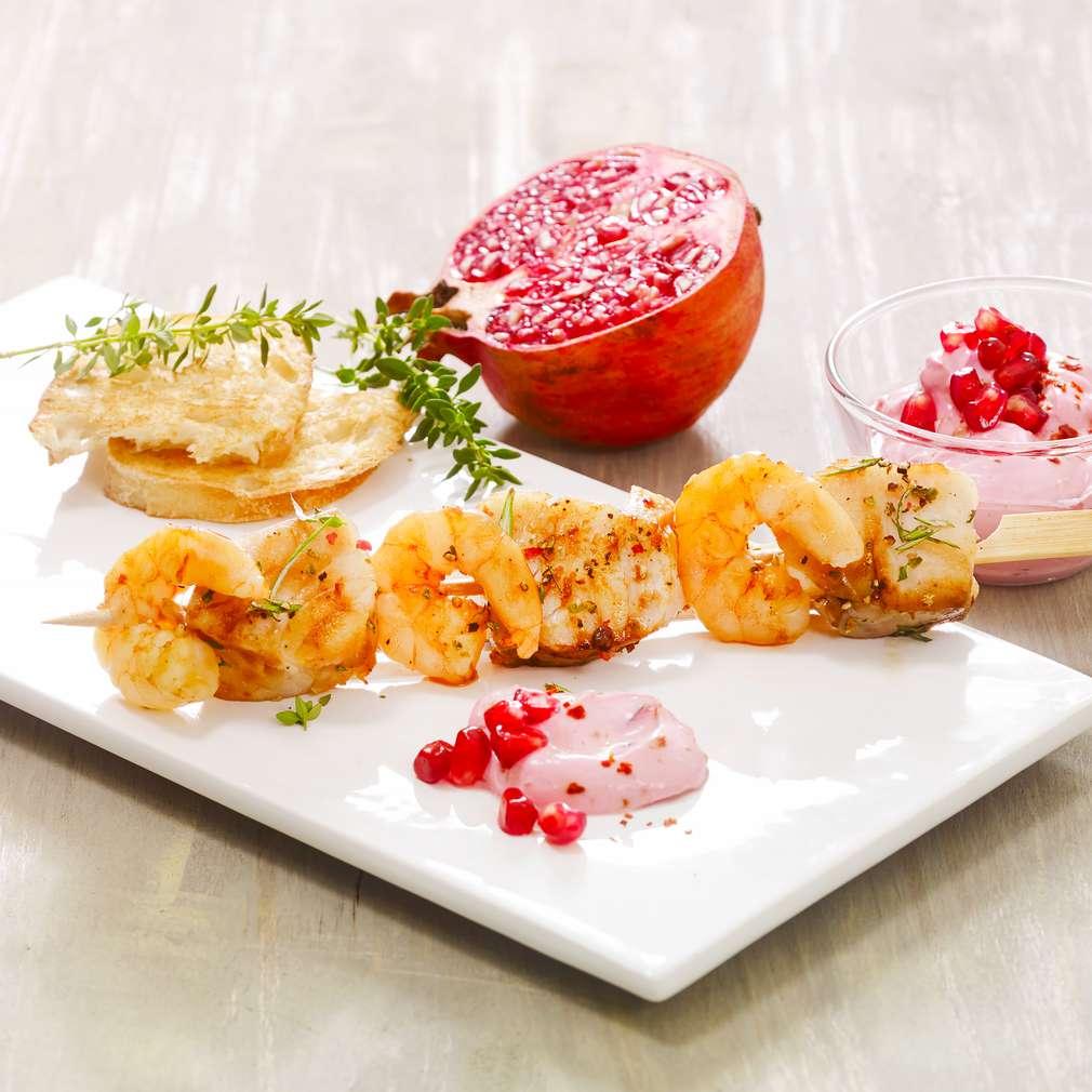 Abbildung des Rezepts Garnelen-Seelachsspieße mit Granatapfeldip