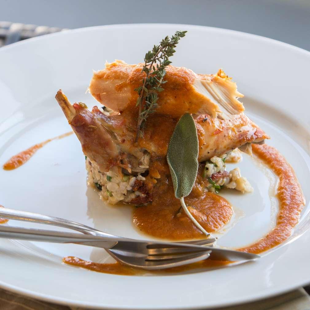 Изобразяване на рецептата Печен заек с кафяв ориз и зеленчуци
