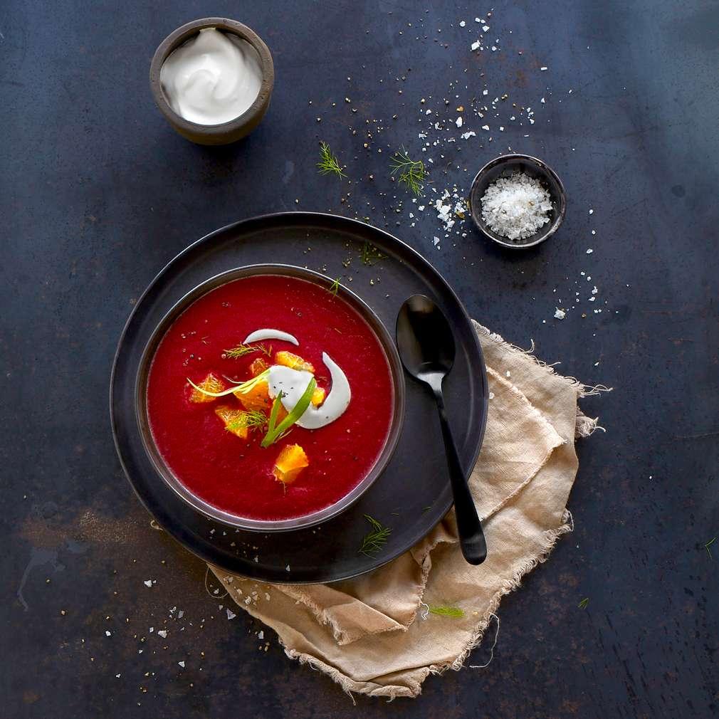 Abbildung des Rezepts Rote Bete-Suppe mit Orangen und Schmand