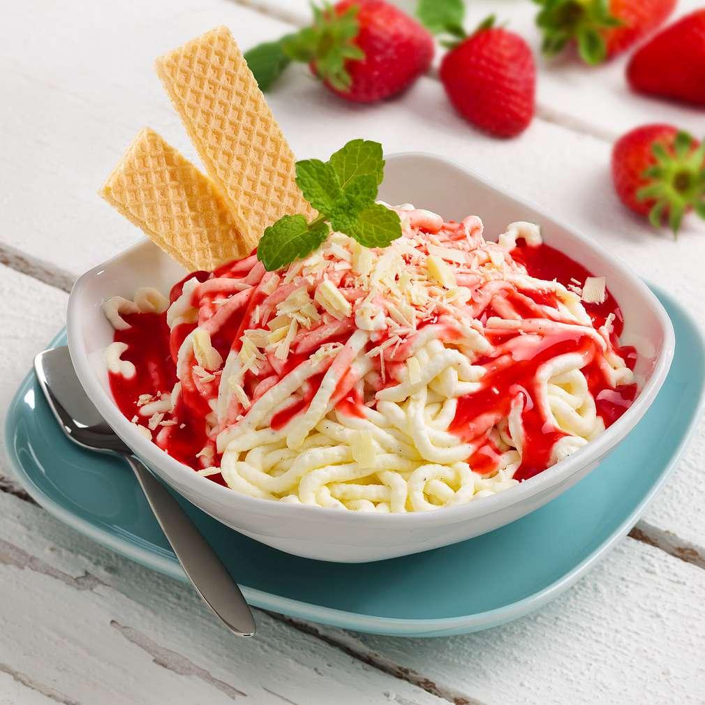 Abbildung des Rezepts Spaghettieis mit Erdbeerlimes