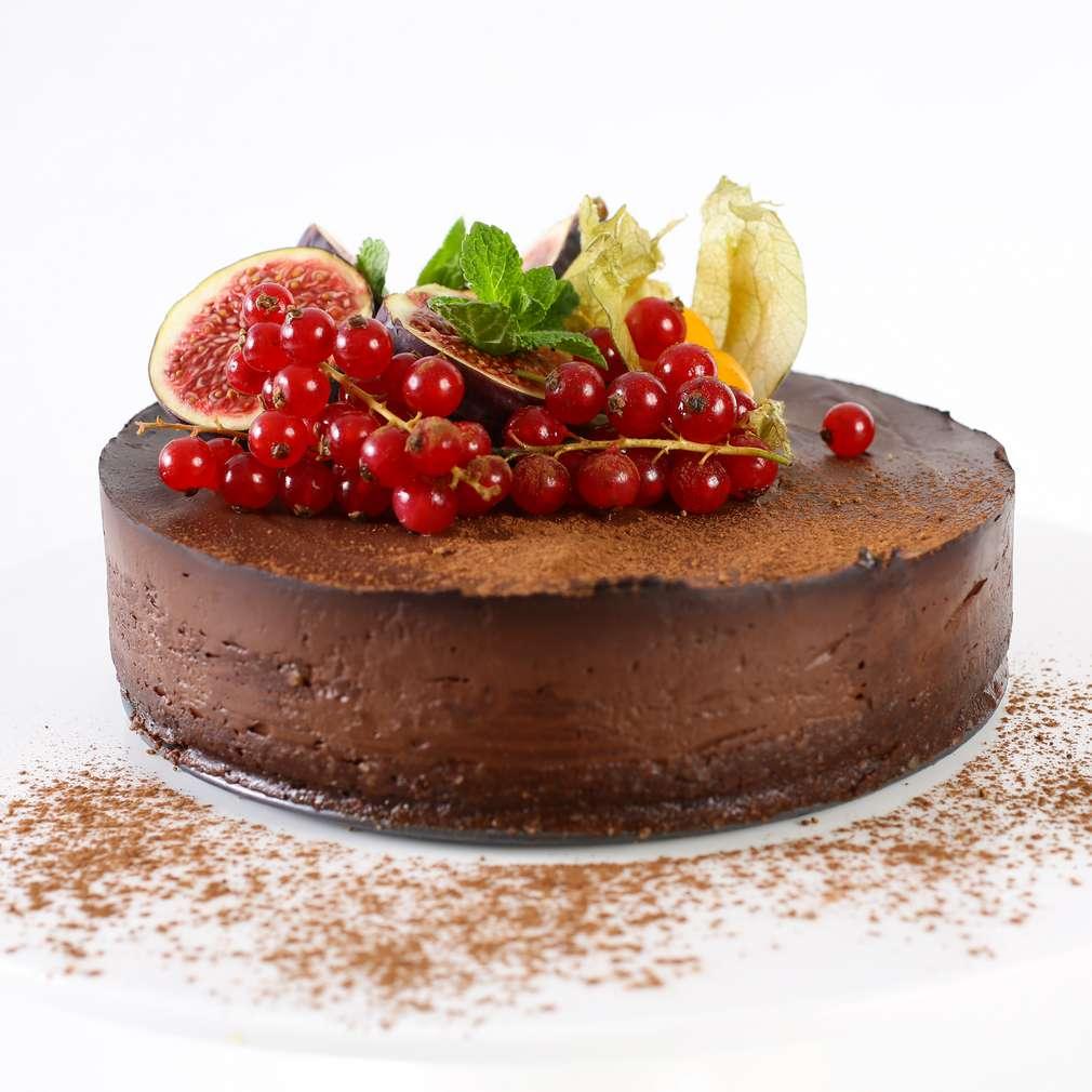 Imaginea rețetei Tort raw vegan de ciocolată și vișine