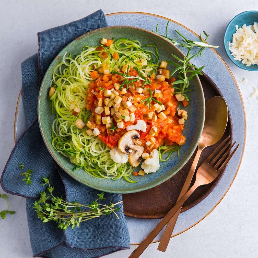 Abbildung des Rezepts Zoodles mit Tofu-Gemüse-Sauce