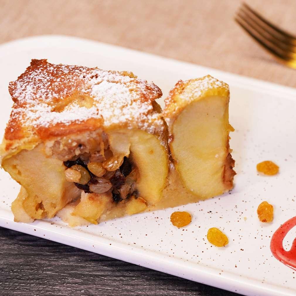 Изобразяване на рецептата Пухкав кейк с цели ябълки