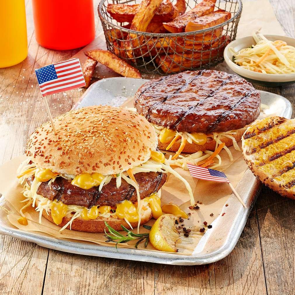 Abbildung des Rezepts Coleslaw-Burger mit pikanter Senfsoße
