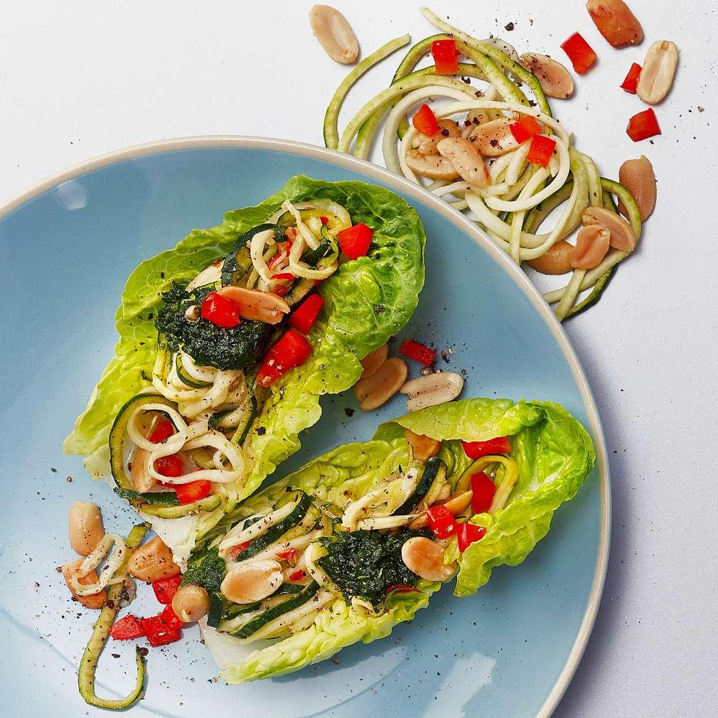 Abbildung des Rezepts Marinierte Zucchini-Spaghetti im Salatschiffchen