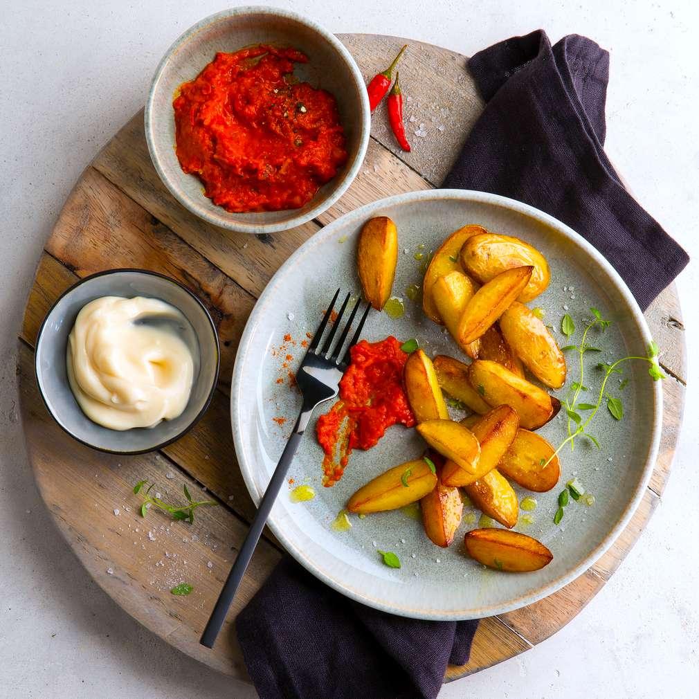Imaginea rețetei Patatas bravas cu salsa și aioli