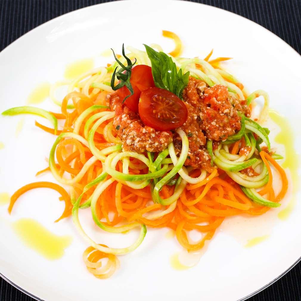Imaginea rețetei Spaghete din morcov și dovlecel cu sos de roșii