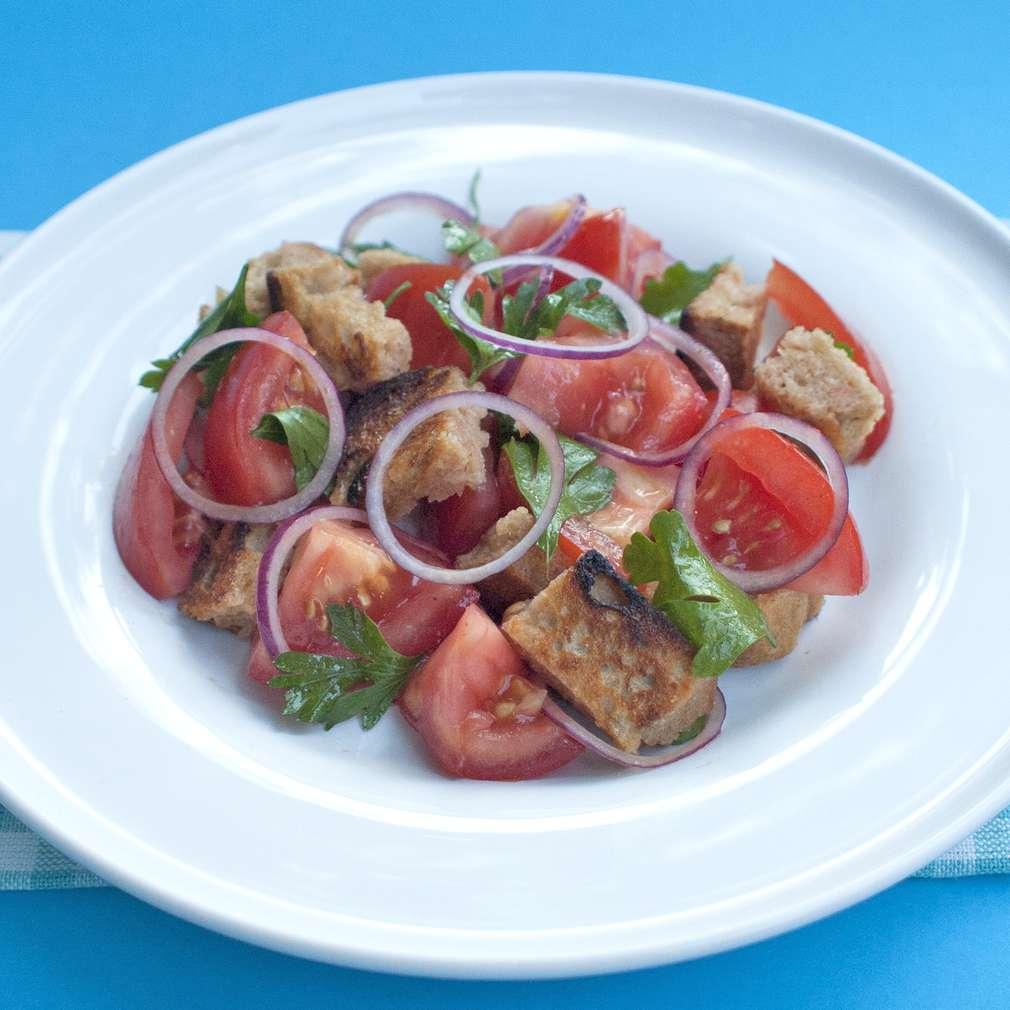Zobrazit Rajčatový salát s chlebovými krutony receptů