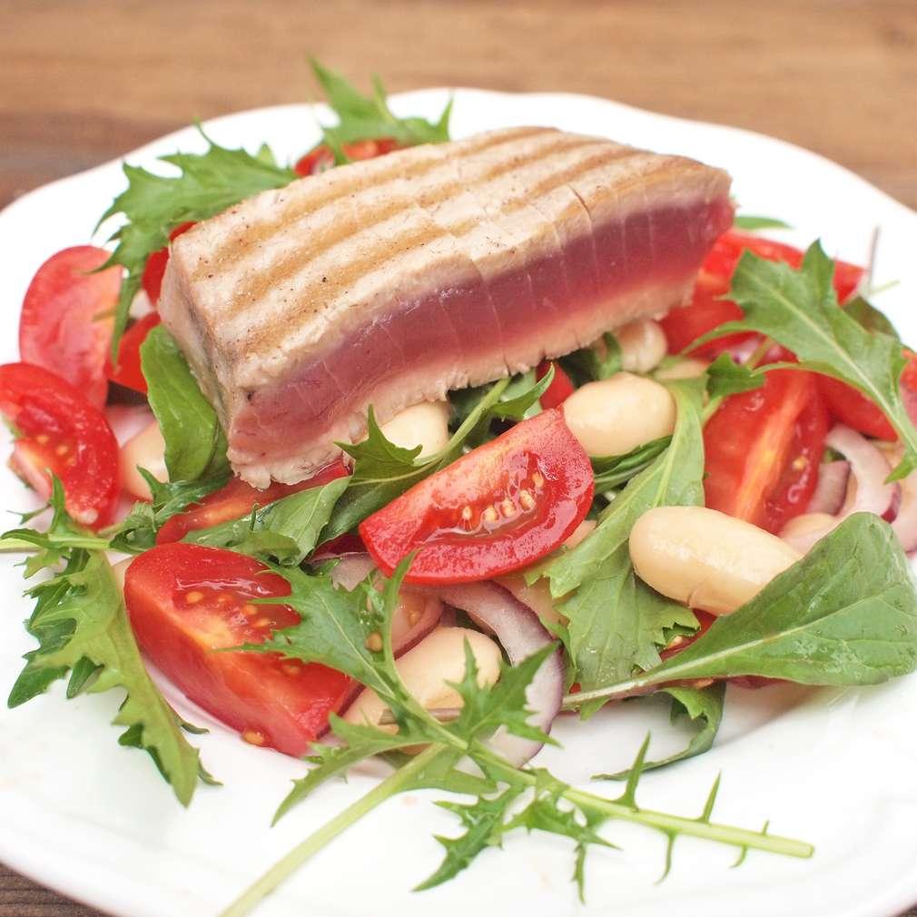 Zobrazit Grilovaný tuňák se salátem receptů