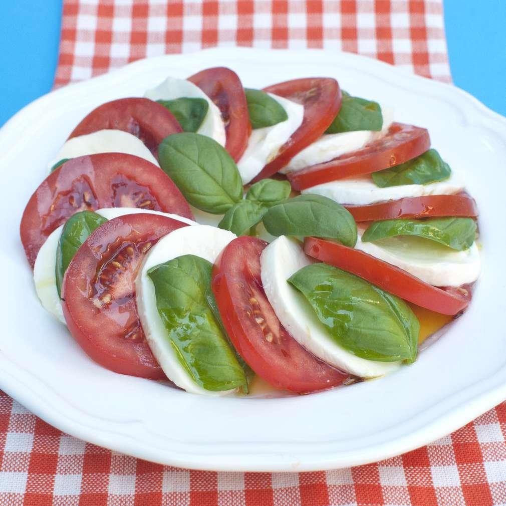 Zobrazit Salát Caprese s bazalkou receptů