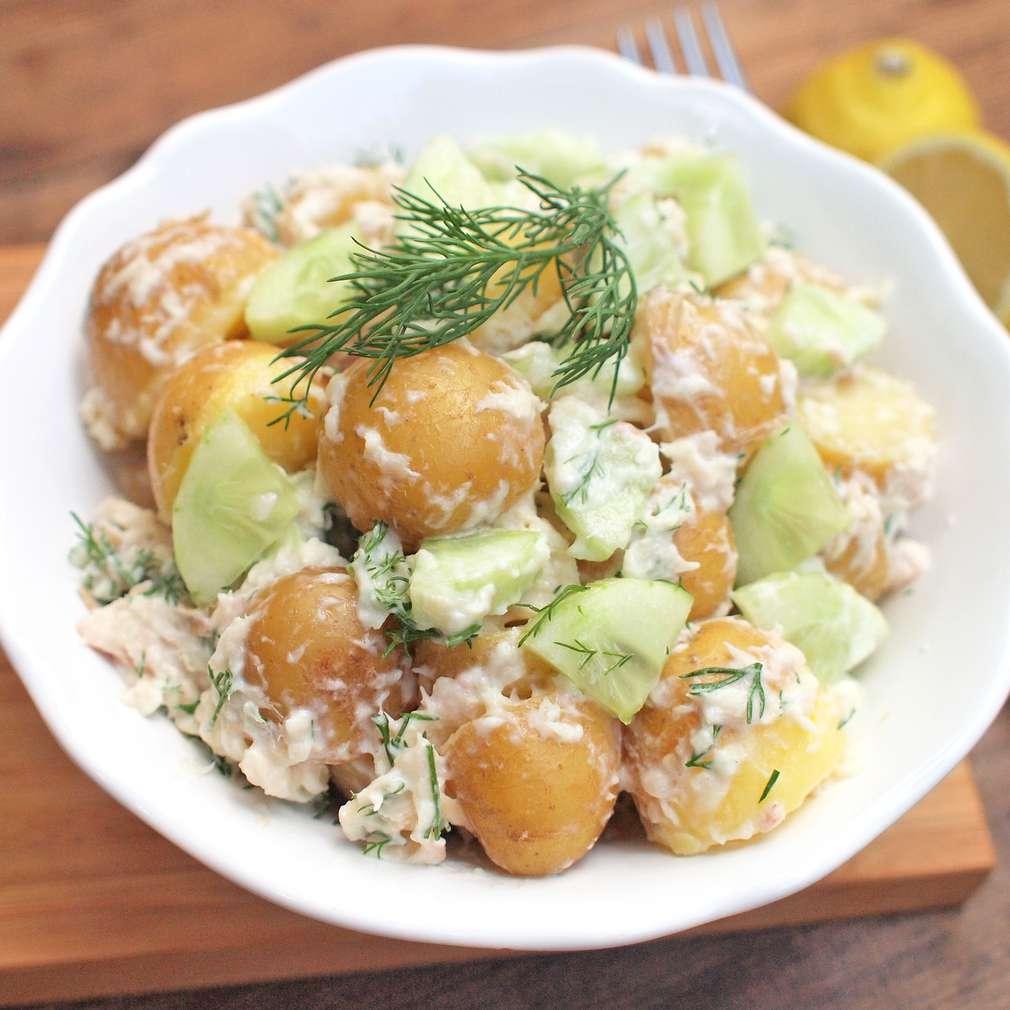 Zobrazit Bramborový salát s uzeným pstruhem receptů