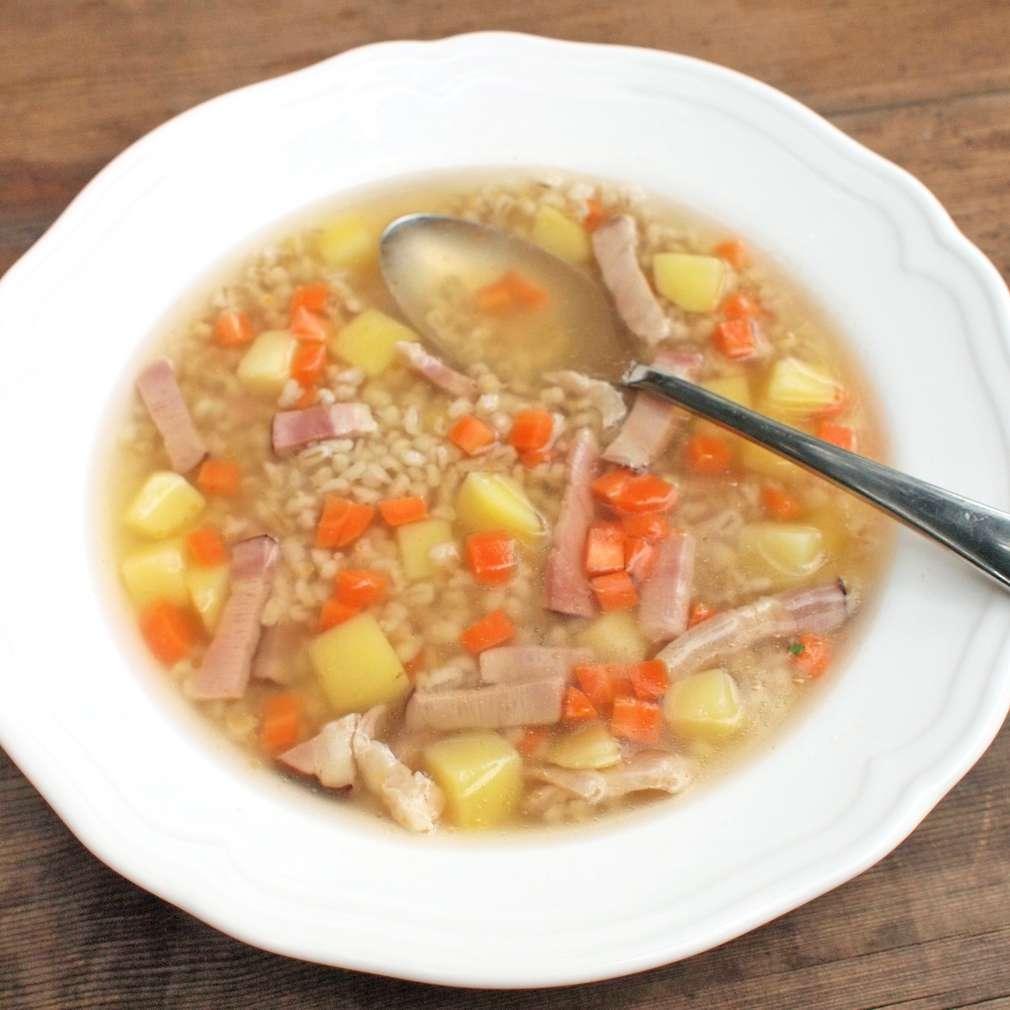 Zobrazit Uzená polévka s kroupami receptů