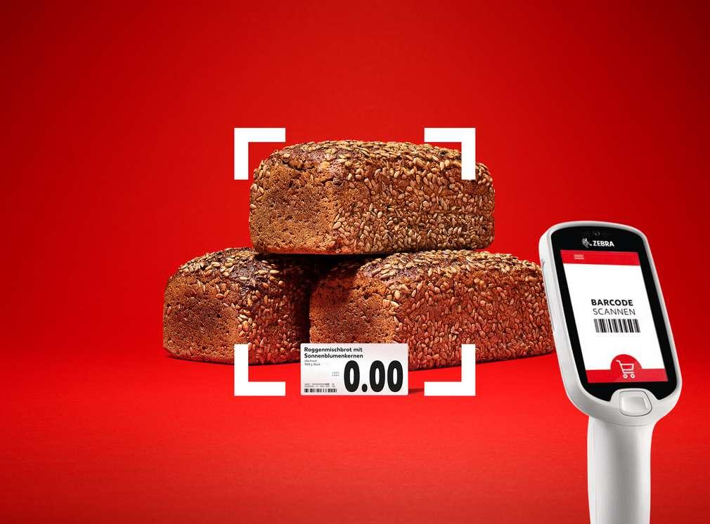 Brot wird mit einem Handscanner eingescannt