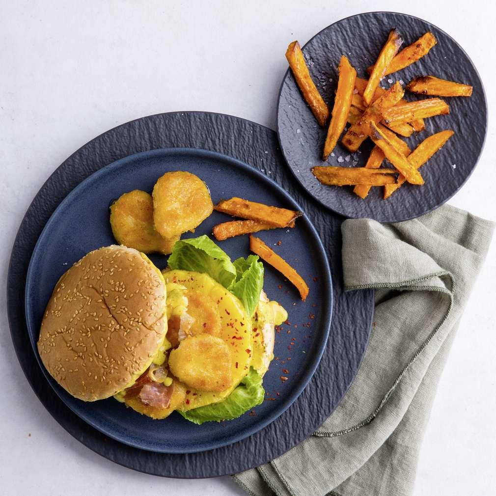 Abbildung des Rezepts Chicken-Nuggets-Burger mit Süßkartoffelpommes