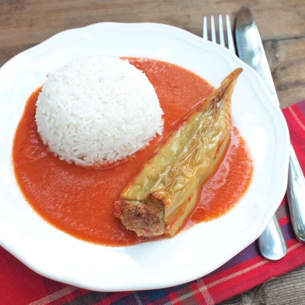 Zobrazit Plněné papriky s rajskou omáčkou receptů