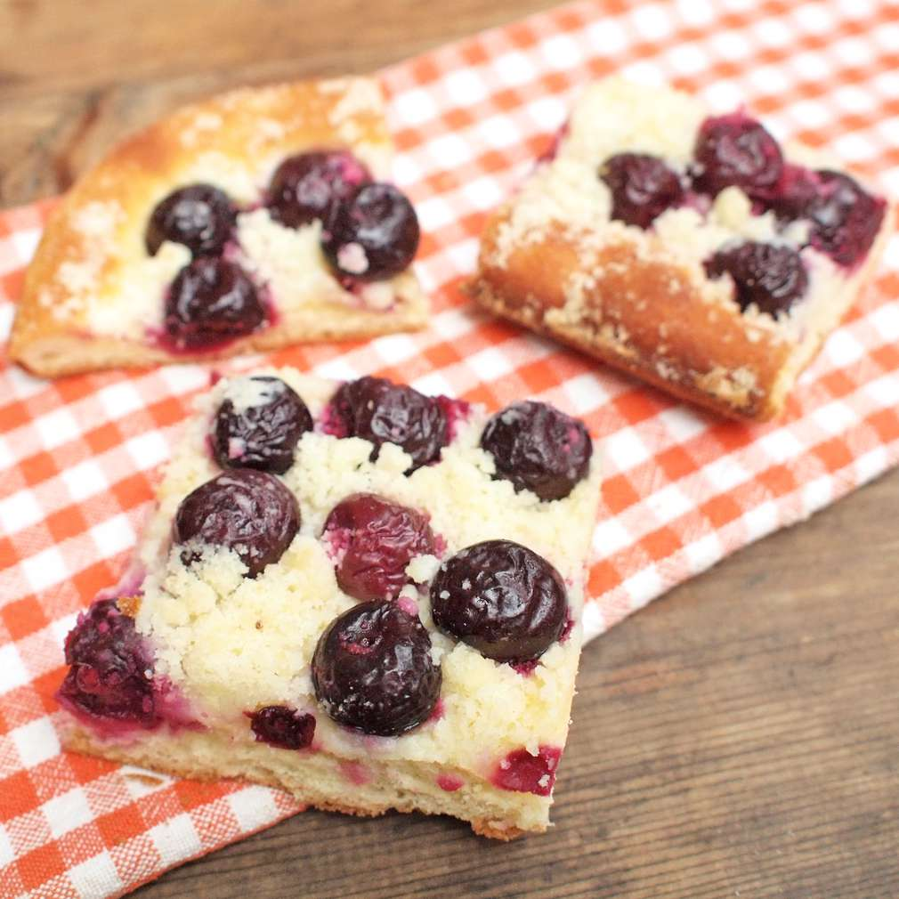 Zobrazit Třešňový koláč receptů