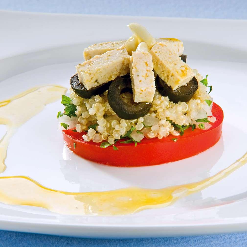 Изобразяване на рецептата Пикантна салата с киноа и тофу