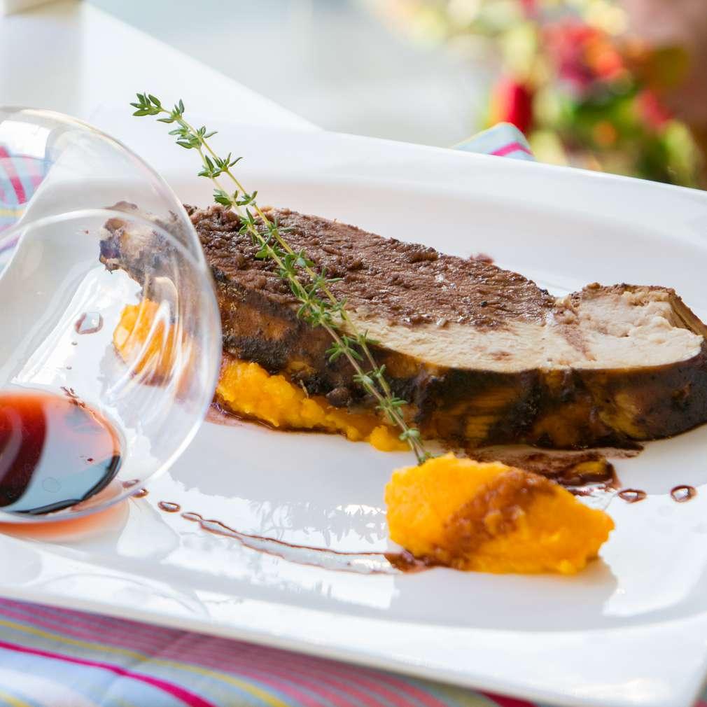 Изобразяване на рецептата Печен свински бут със сос от вино
