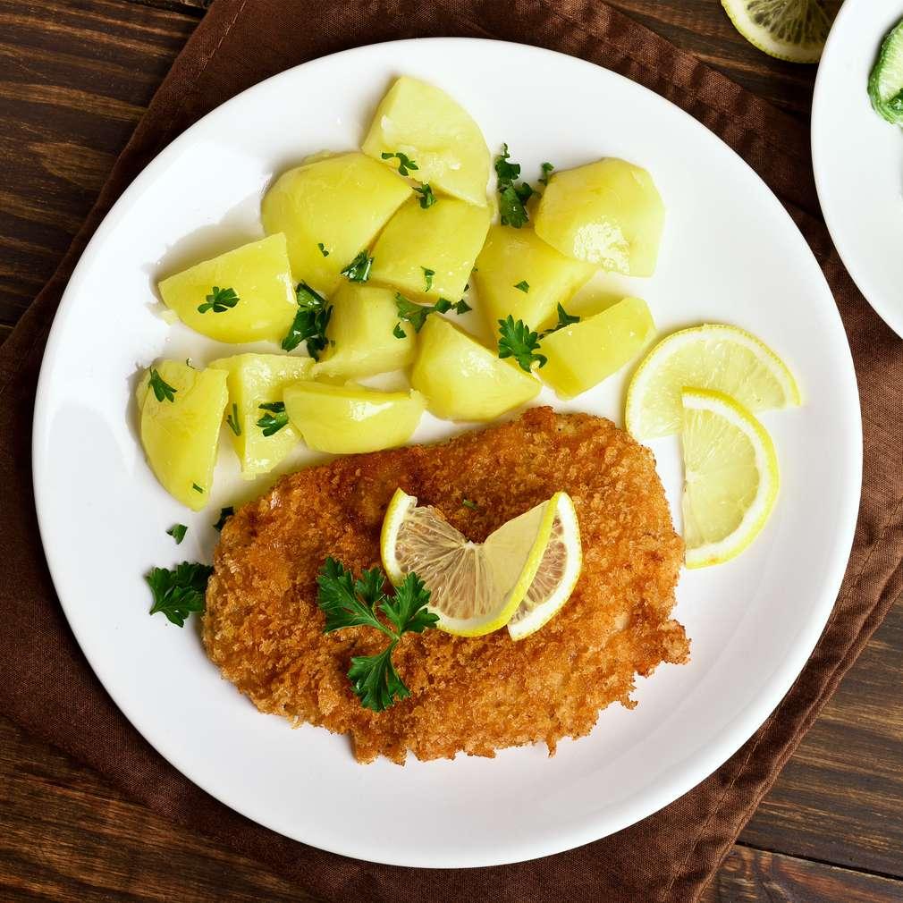 Zobrazenie receptu Bravčový rezeň so zemiakovým a uhorkovým šalátom