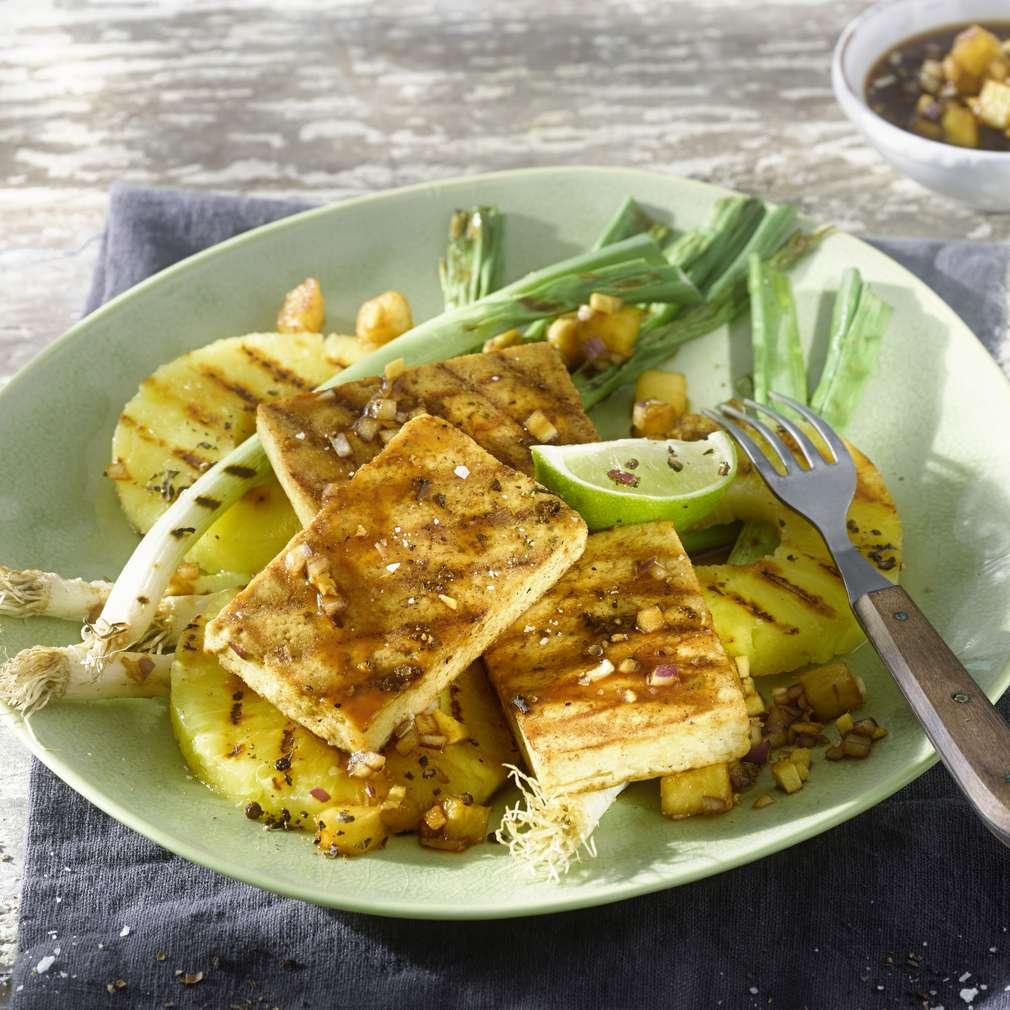 Imaginea rețetei Tofu prăjit cu ananas și ceapă verde