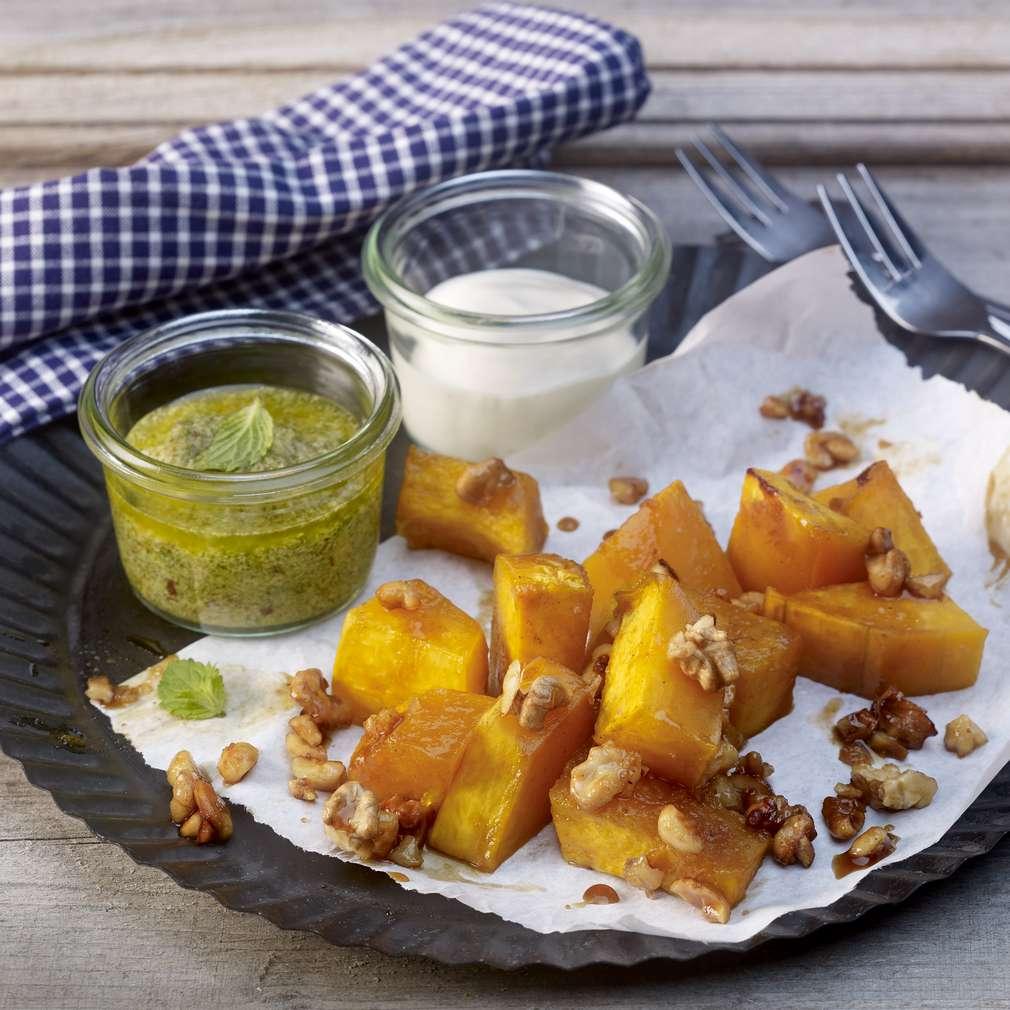 Abbildung des Rezepts Gerösteter Honig-Butternut mit Walnüssen und Joghurt