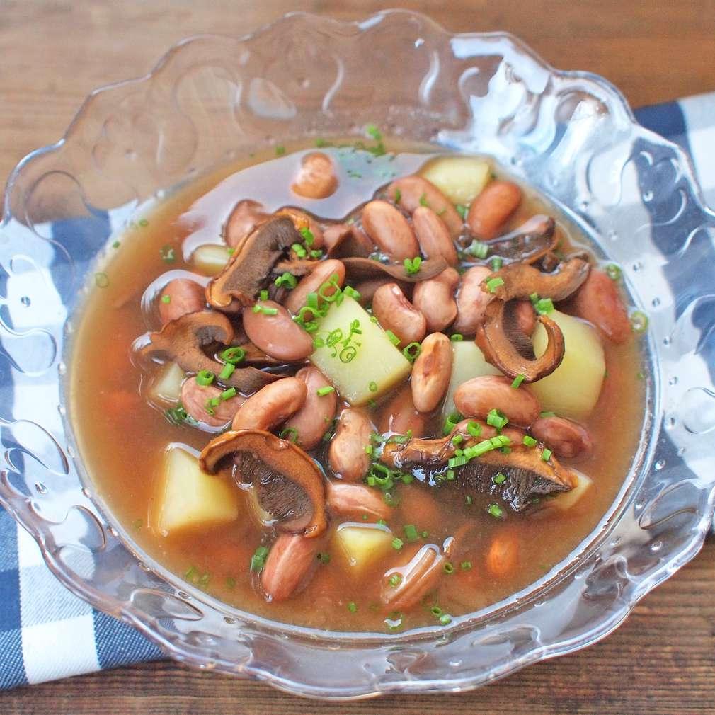 Zobrazit Fazolová polévka s houbami receptů