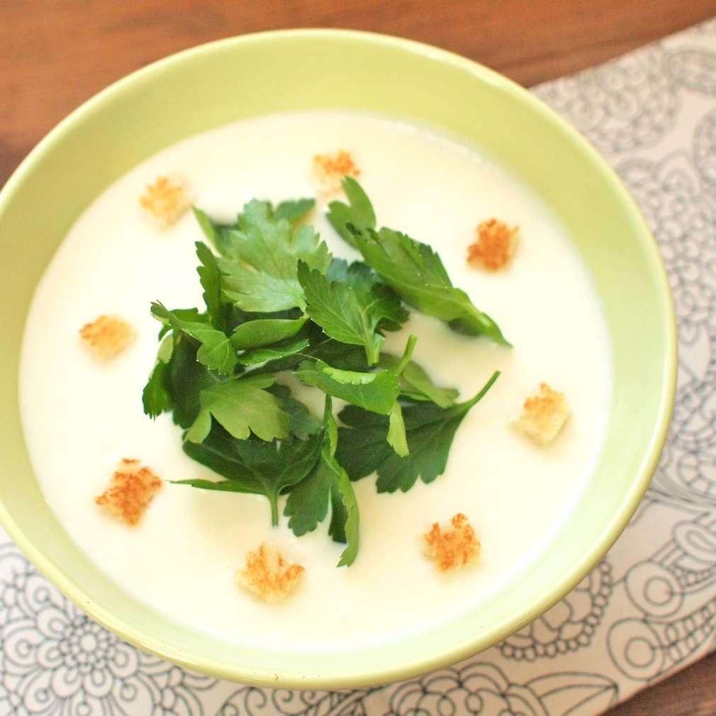 Zobrazit Jemná petrželová polévka receptů