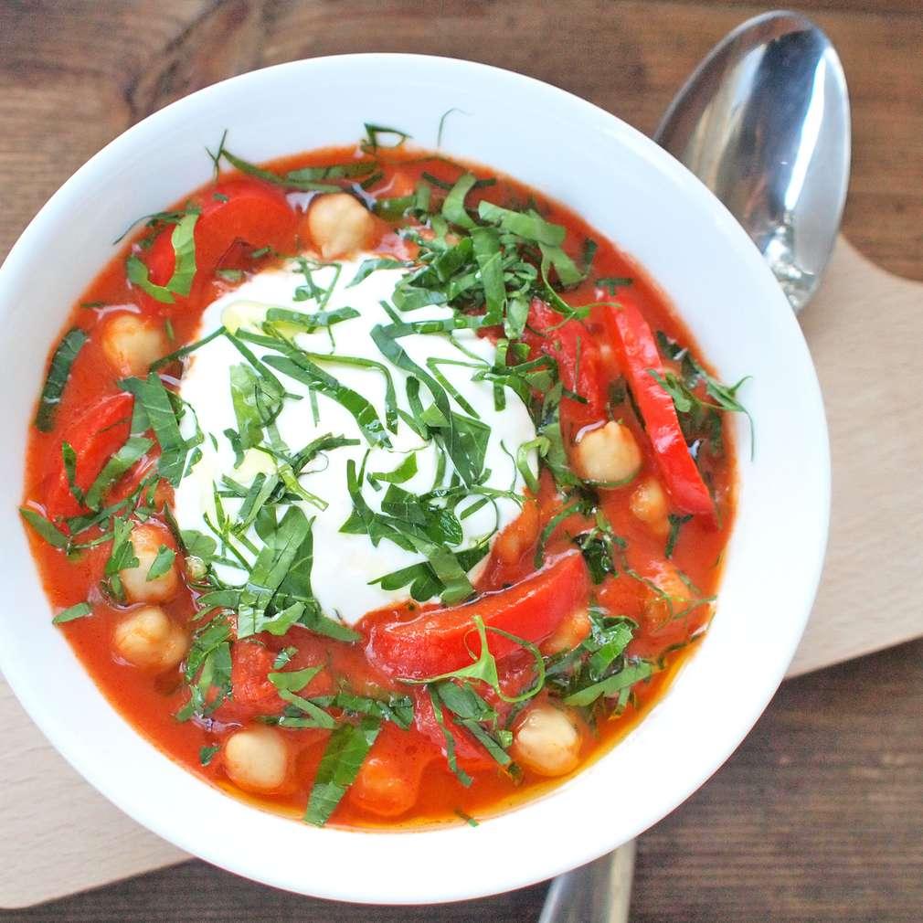 Zobrazit Pikantní rajská polévka s cizrnou receptů
