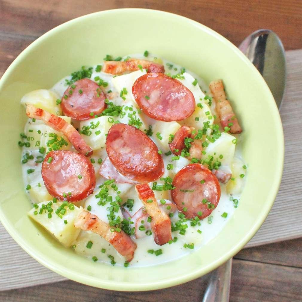 Zobrazit Bramborová polévka s klobáskou receptů