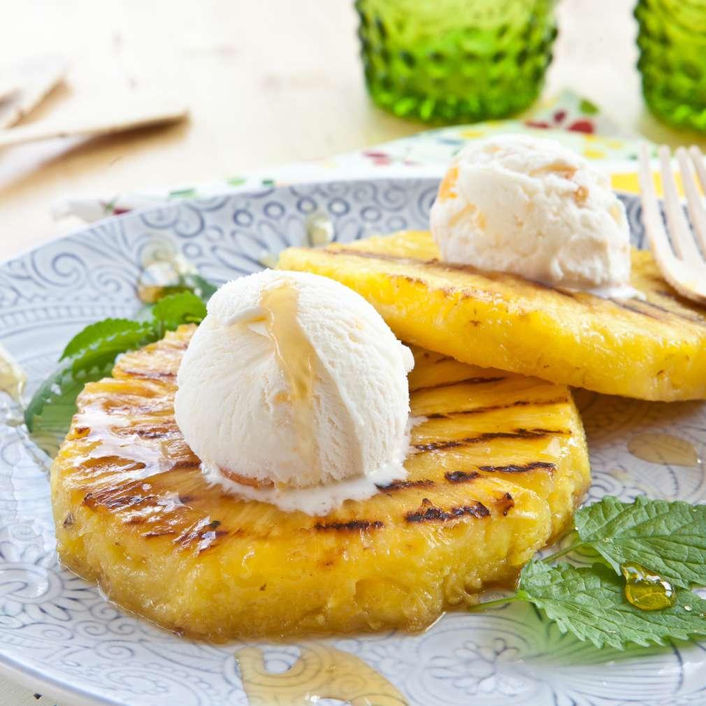 Fotografija recepta Ananas s roštilja i sladoled
