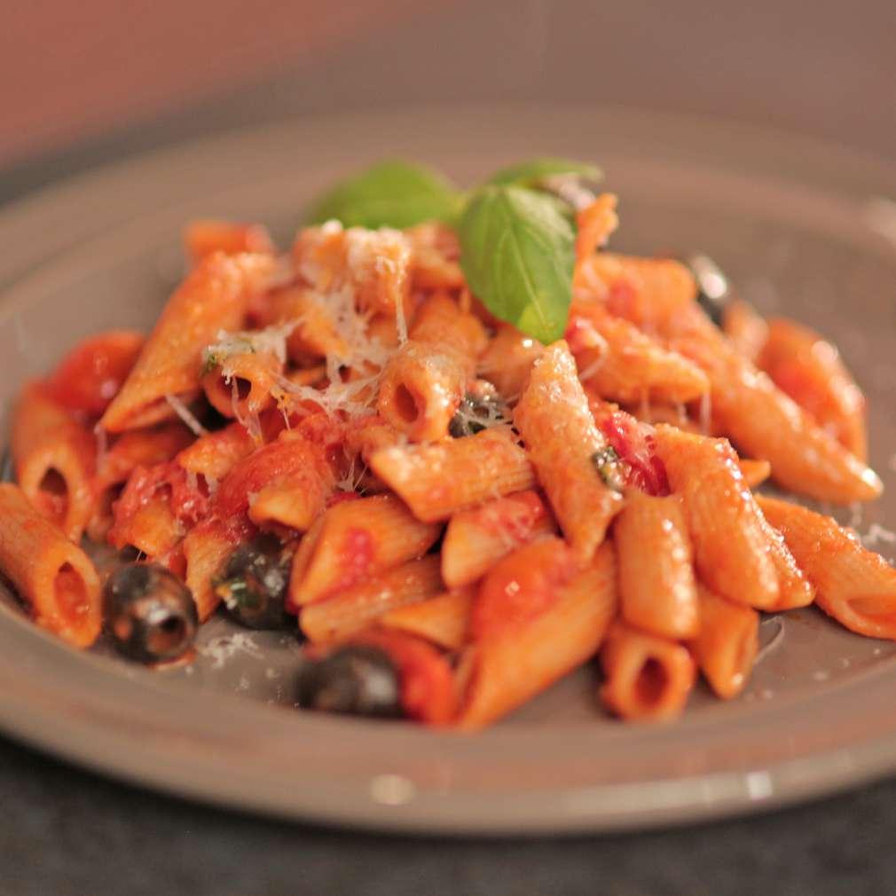 Zobrazit Těstoviny s tomatovou omáčkou receptů