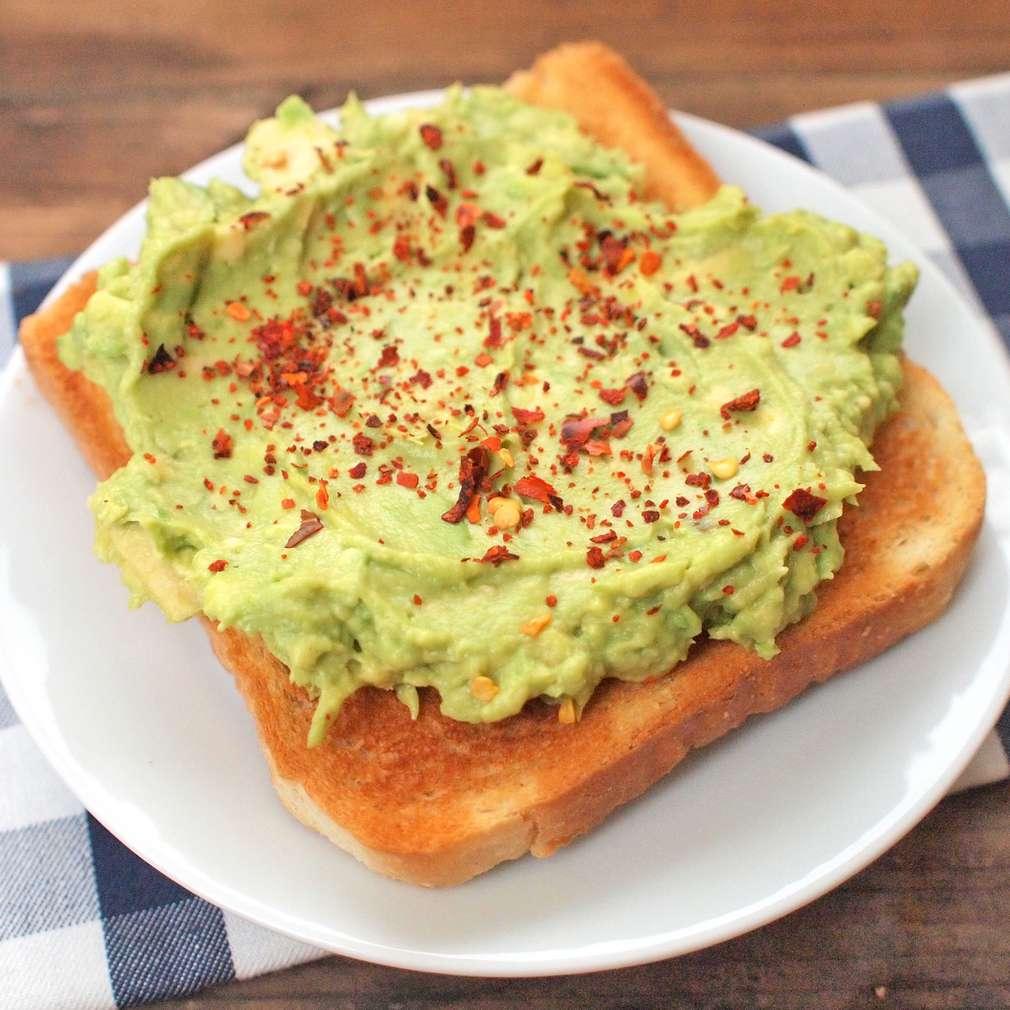Zobrazit Snídaňový toast s avokádem a chilli receptů