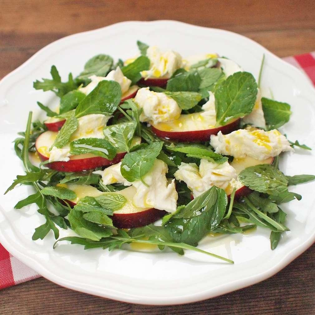 Zobrazit Salát s rukolou a nektarinkami receptů