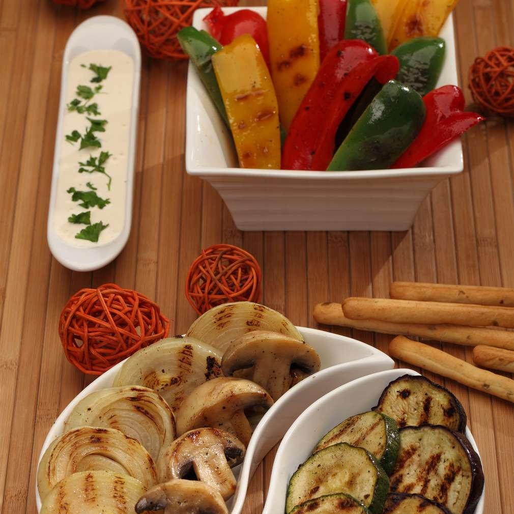 Zdjęcie przepisu Grillowane warzywa z sosem czosnkowym