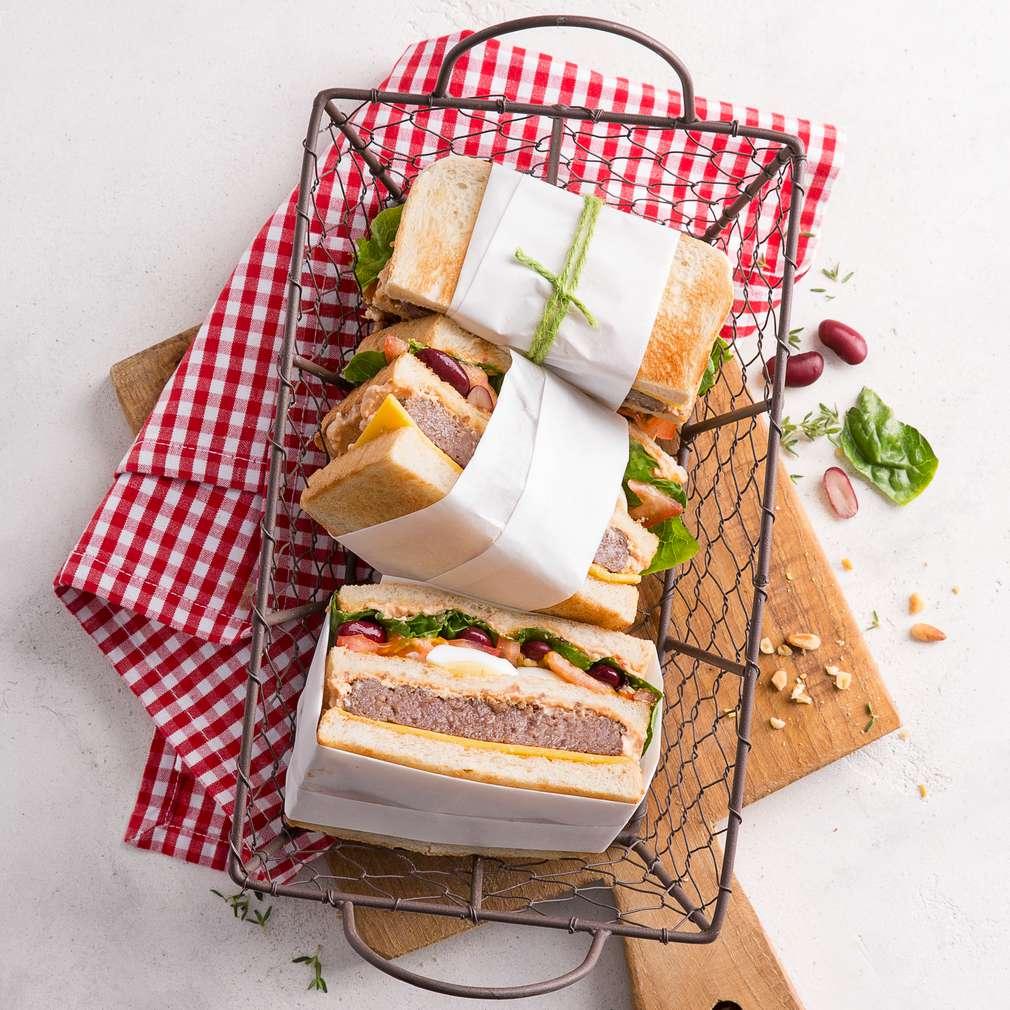 Imaginea rețetei Sendviș cu ou, brânză, carne și roșii