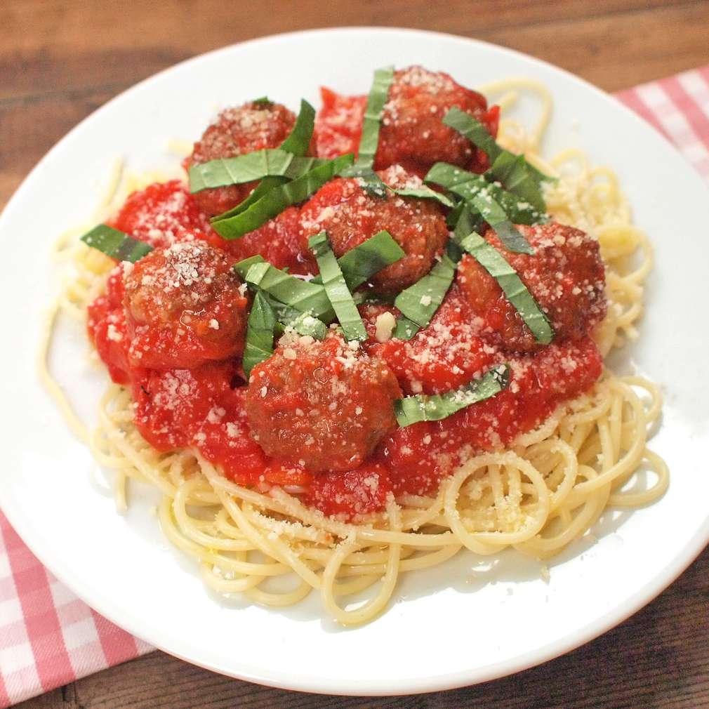 Zobrazit Špagety s masovými kuličkami a rajskou omáčkou receptů