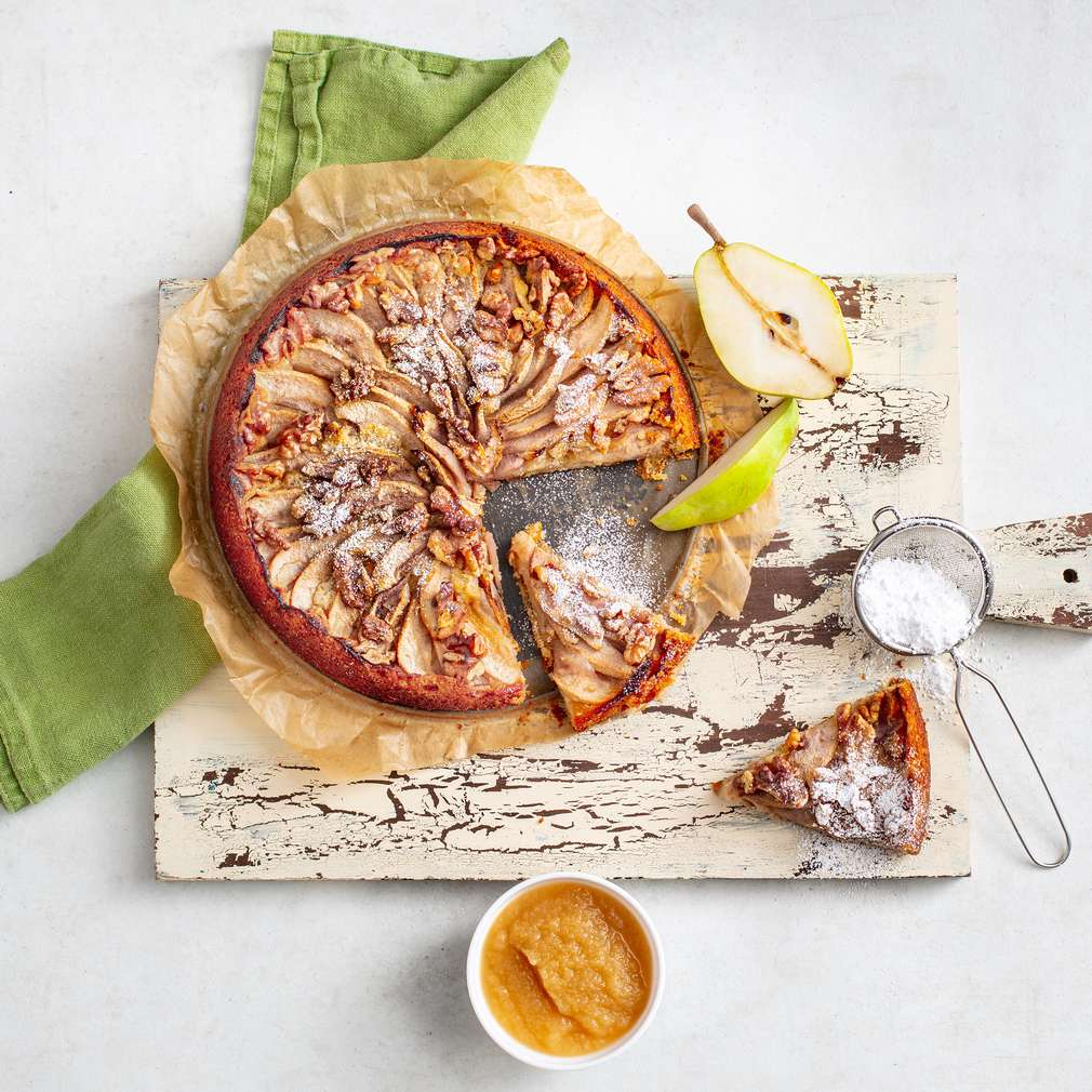 Изобразяване на рецептата Сладкиш с круши, ябълков мус и орехи