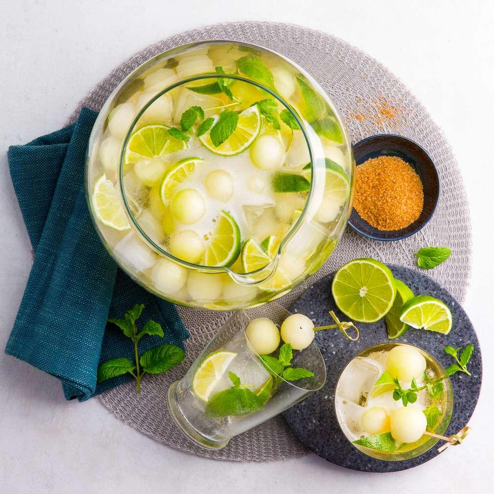 Abbildung des Rezepts Caipirinha-Bowle mit Melonen