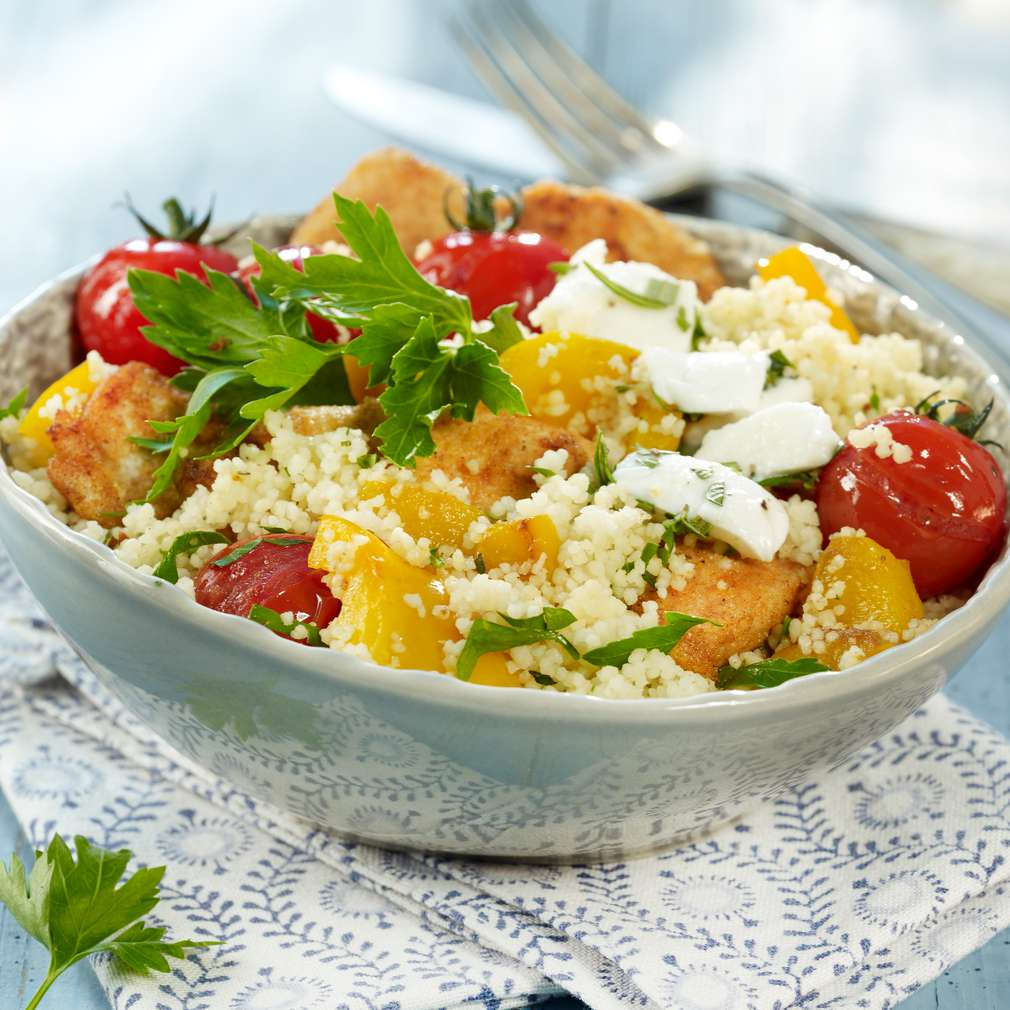 Abbildung des Rezepts Geflügel-Couscous mit mariniertem Mozzarella