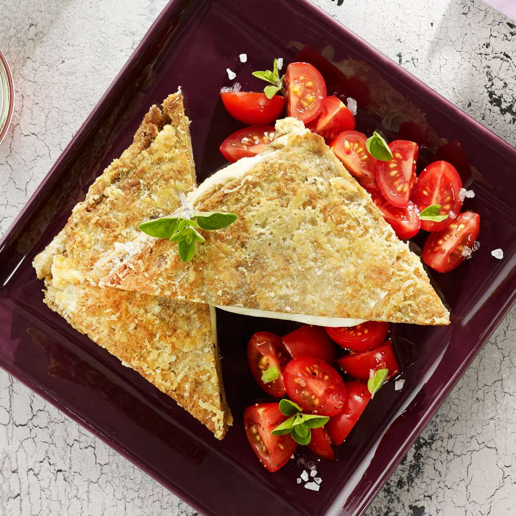 Abbildung des Rezepts Mozzarella in carrozza mit marinierten Tomaten
