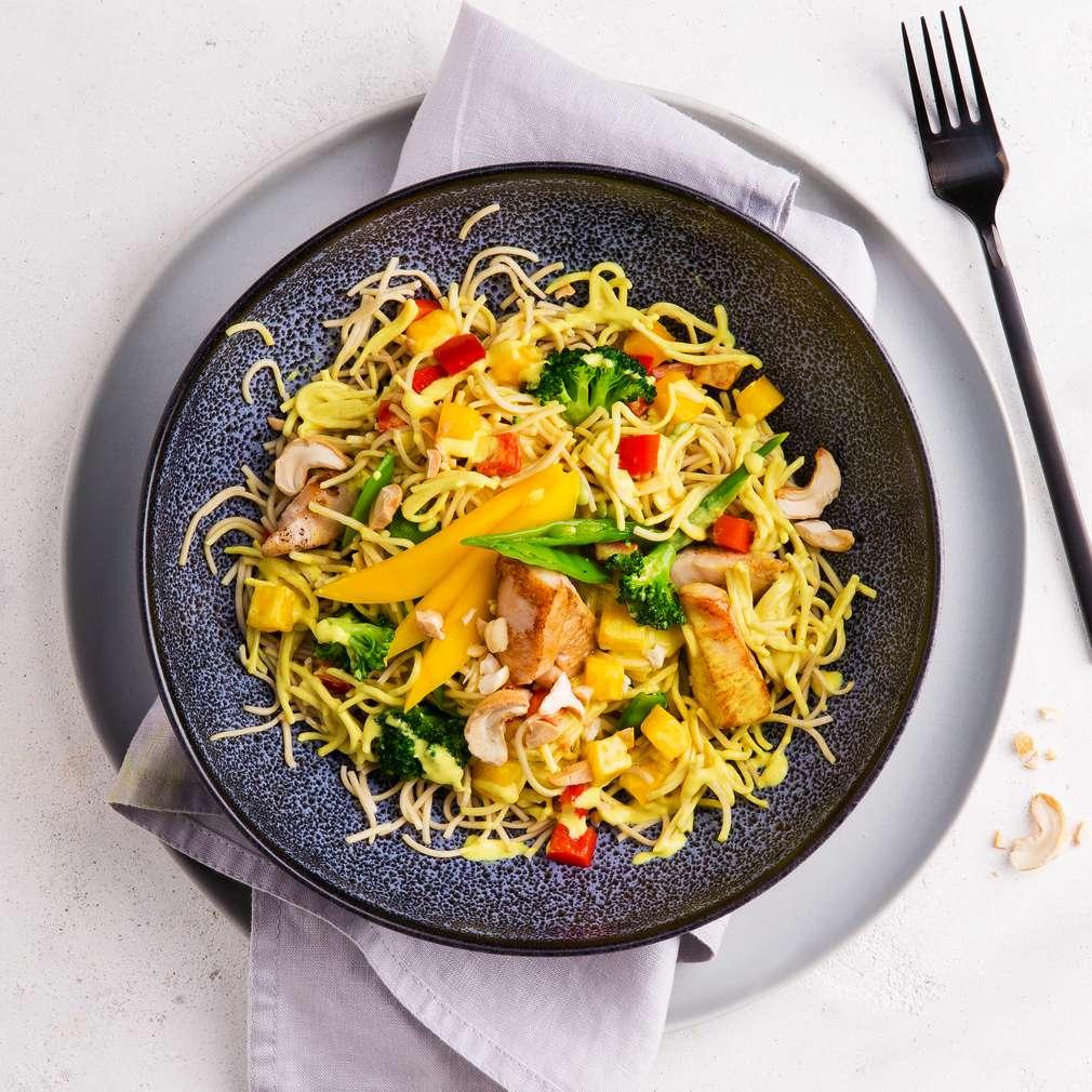 Zdjęcie przepisu Makaronowy wok z mango