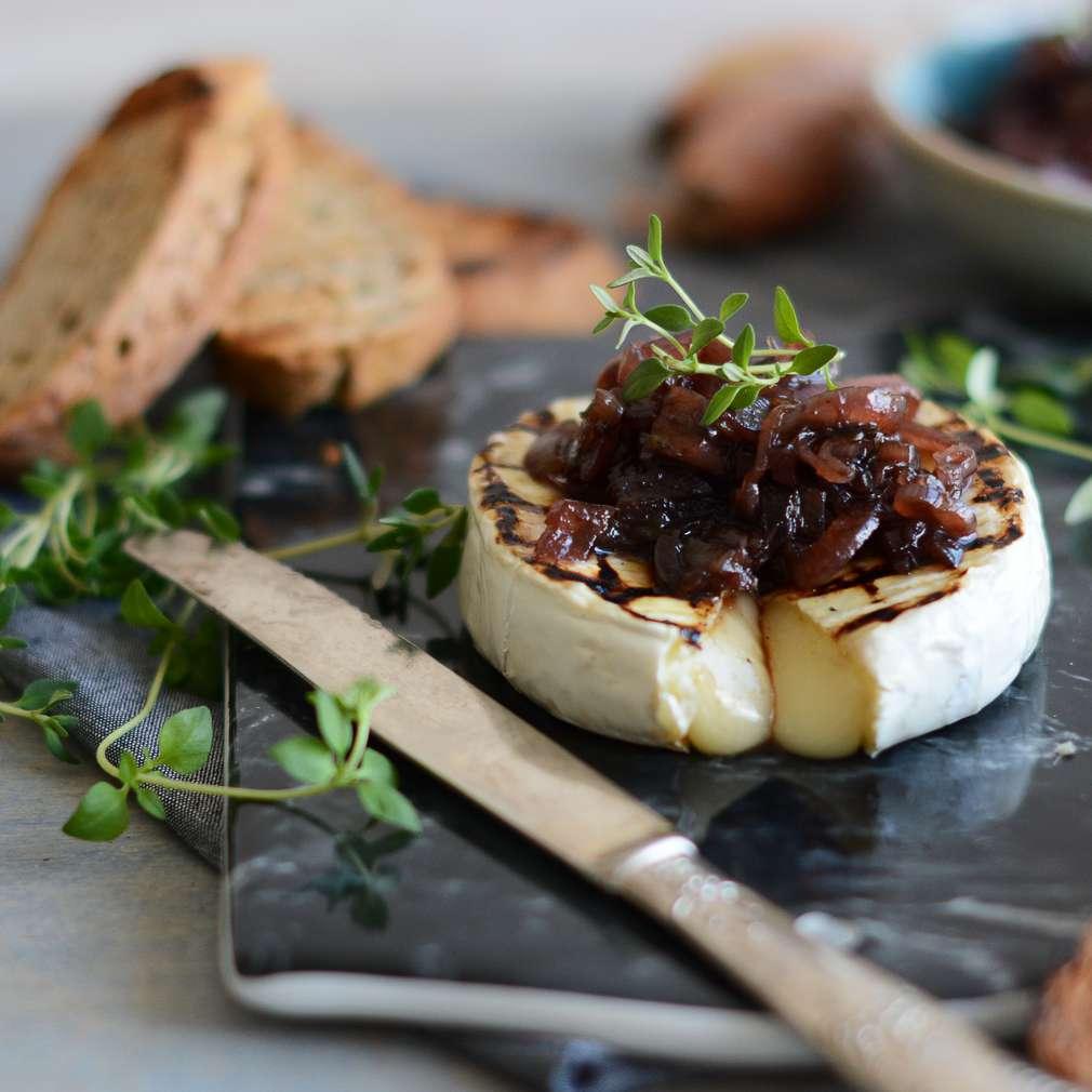 Zobrazenie receptu Grilovaný camembert na tymiane s cibuľovo-figovým chutney