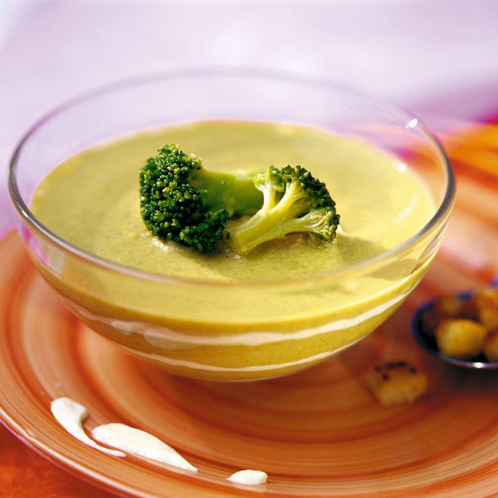 Изобразяване на рецептата Супа от броколи и сирене Ементал